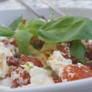 Långbakade tomater med tryffelburrata